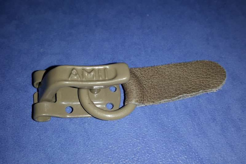 Шубный крючок Бежево-коричневый AMII (Польша)