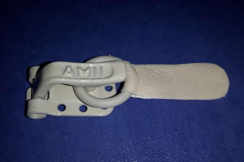 Шубный крючок Бледно-серый AMII (Польша)