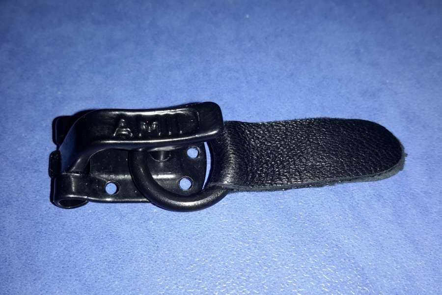 Шубный крючок Чёрный AMII (Польша)