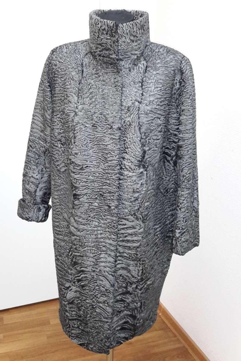 Пальто из каракуля с напылением металл
