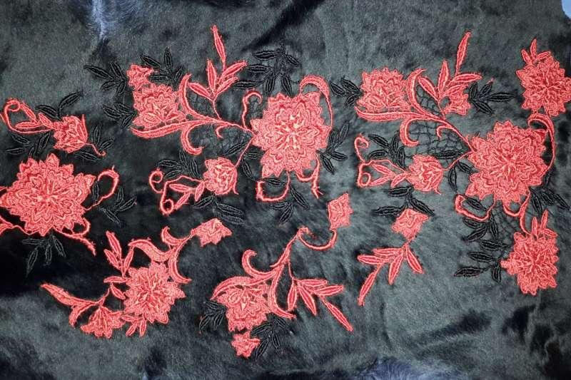 Каракуль с декоративной обработкой Черная каракульча с красными кружевами