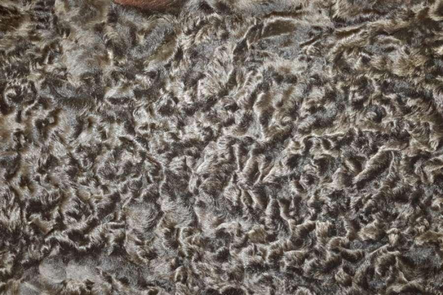 Каракуль натуральный Каракуль коричневый (сур) с завитком